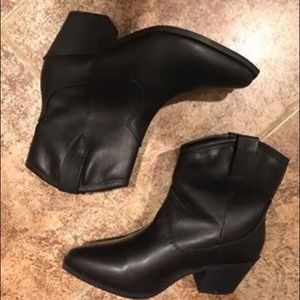 NWOT Universal Thread Boho Western Ankle Boots